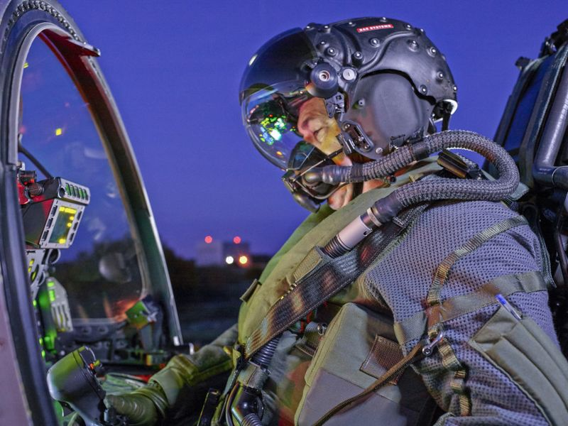 bae系统公司推出先进二代f35版科幻飞行头盔