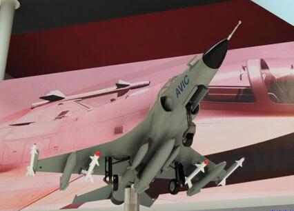各有一个小型挂架,用于挂在中小型炸弹或导弹武器