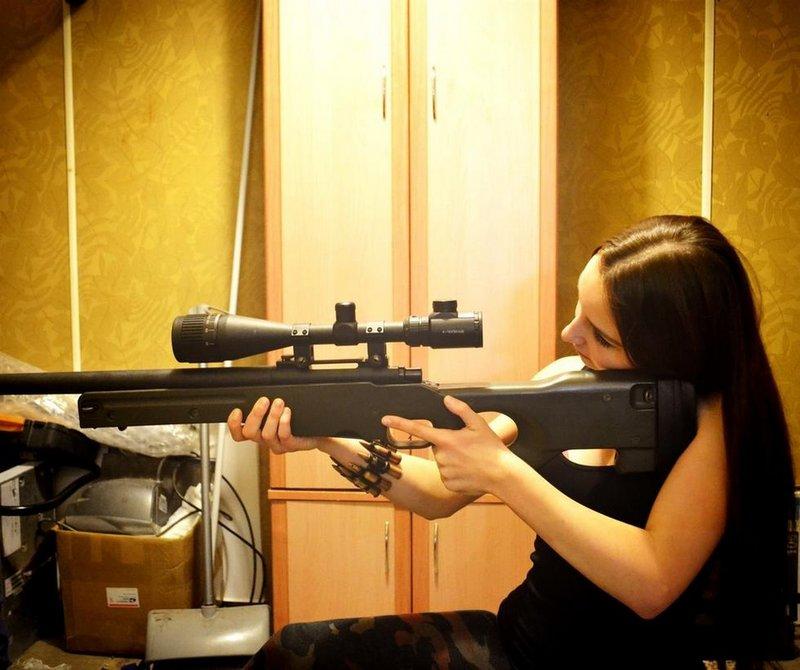 俄罗斯小美女玩劈叉v美女家里世界名枪械成堆装美女视频师哥扒图片