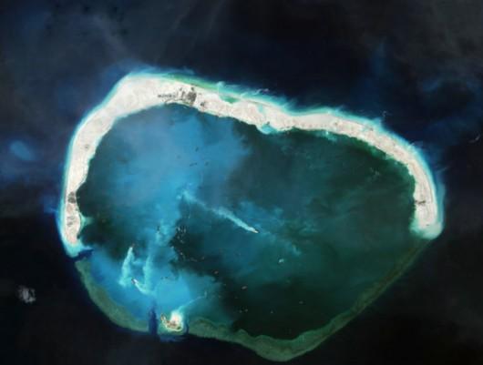 南海大批填海造岛公开 施工船密密麻麻[组图]-