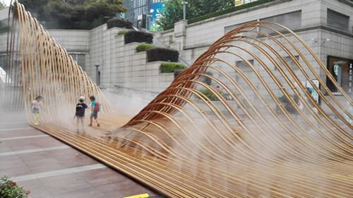 图片说明:大型公共艺术作品《韧山水》实景图图片